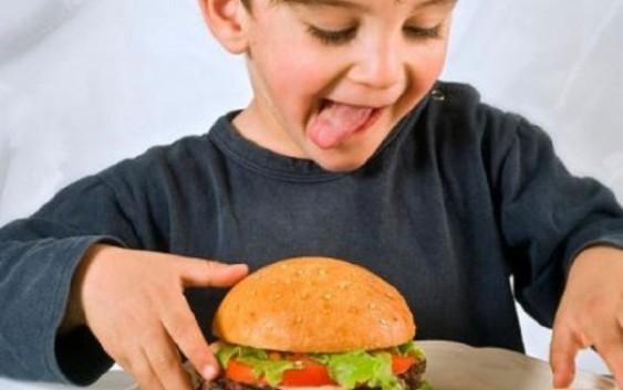Зависимость от фастфуда у детей формируется до рождения