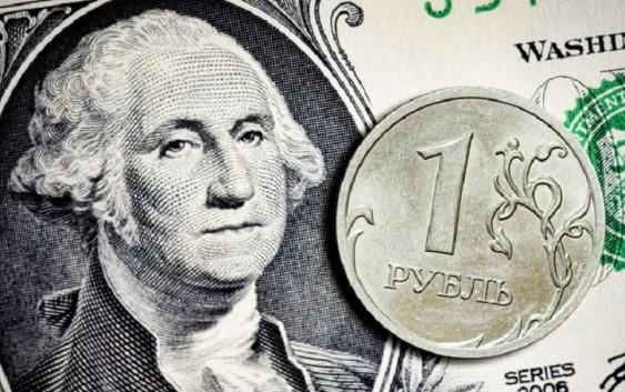 Интересуются ли россияне курсом доллара?