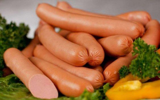 В России сосиски делают из мяса!