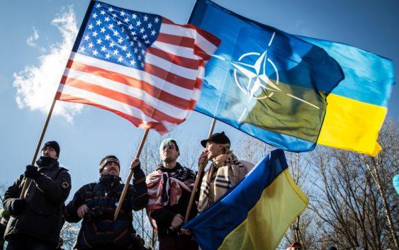 Украина конституционно закрепила вход в НАТО и ЕС